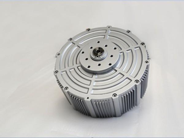 传统三相异步电机与永磁直驱电机对比